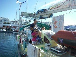Le nouveau bateau d'Alix . mouspick et son équipage : Manu et max les parents et Camille, marin et simon. plus alix pour trois jours sans nous !!!!!